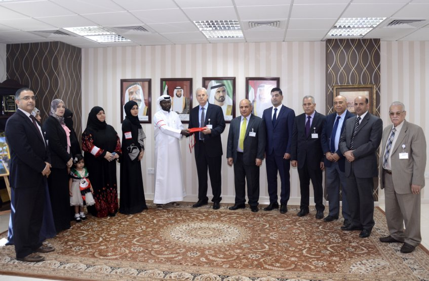 """Takatof"" team delivers the UAE flag to Al Ain University"