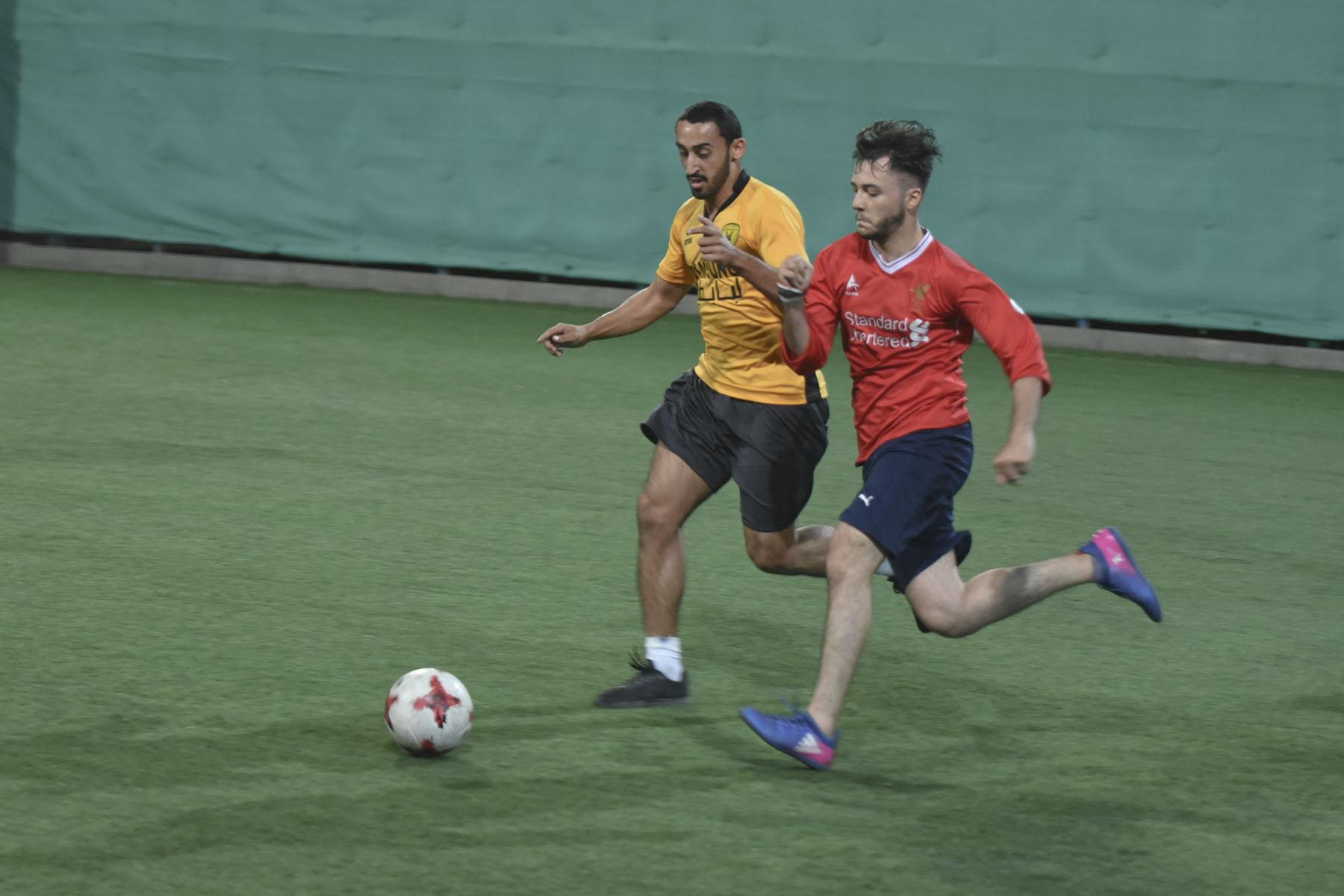6 فرق تتنافس بقوة في بطولة الكليات لكرة القدم